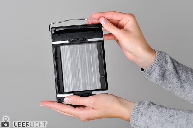 Polaroid Kassette Packfilm einlegen Fujifilm FP-100B Schritt 1