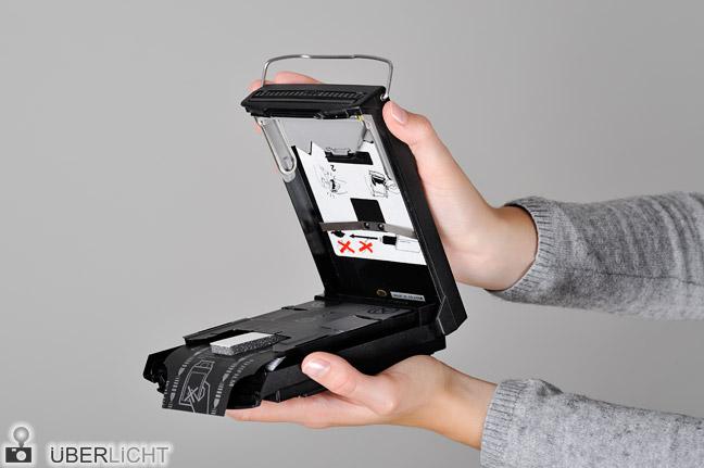 Polaroid Kassette Packfilm einlegen Fujifilm FP-100B Schritt 7