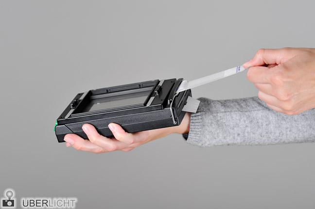 Polaroid Kassette Packfilm entwickeln Fujifilm FP-100B Schritt 1