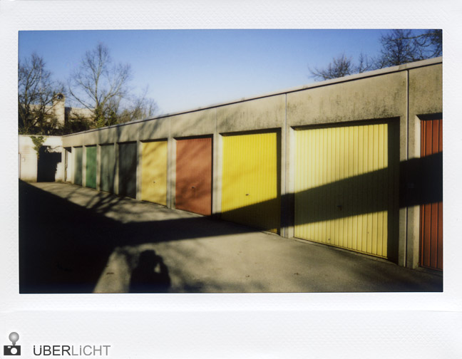 Fujifilm Instax 210 bunte Garagentore Ottobrunn