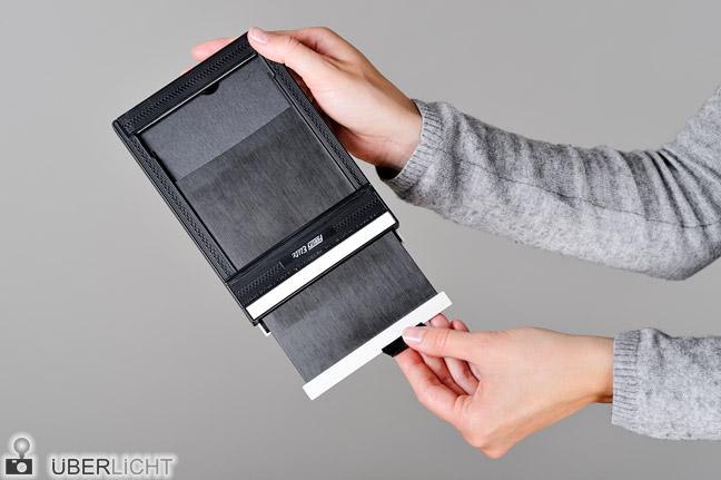 Planfilm 4x5 Kassette einlegen Anleitung Schritt 1