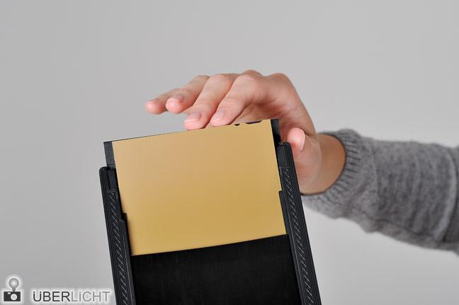 Planfilm 4x5 Kassette einlegen Anleitung Schritt 6