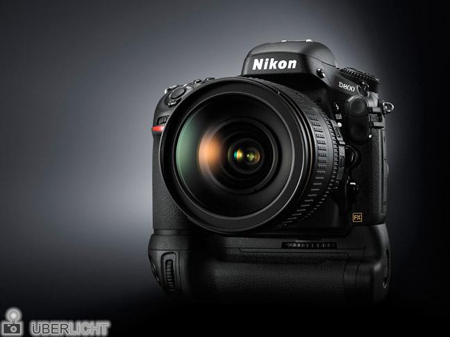 Nikon D800 mit Batteriegriff MB-D12 von vorne