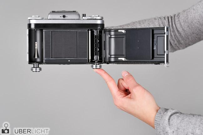 Anleitung Rollfilm einlegen 120 Mittelformat Pentacon six 03