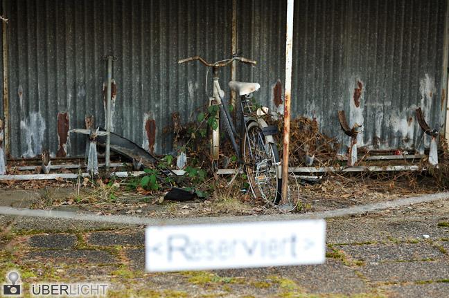Walimex pro 85/1,4 altes Fahrrad abgestellt und marode