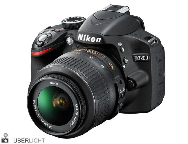 Nikon D3200 mit AF-S DX NIKKOR 18-55/3,5-5,6G VR in schwarz