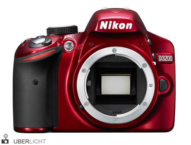 Nikon D3200 in Rot ohne Objektiv
