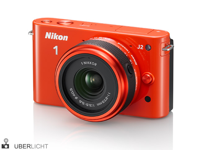 Nikon 1 J2 mit Nikkor 11-27,5 f/3,5-5,6 in orange