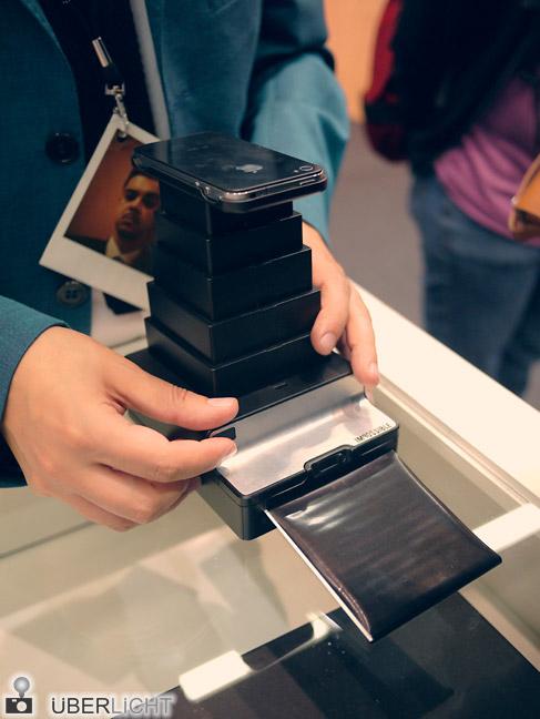 Impossible Instant Lab in Benutzung auf der Photokina 2012