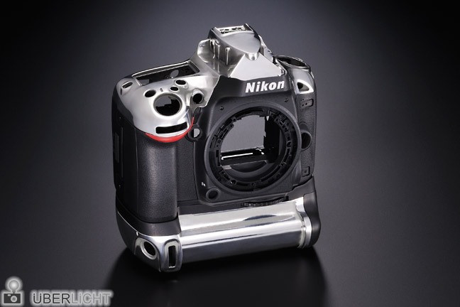 Magnesium-Body der Nikon D600 mit MB-D14