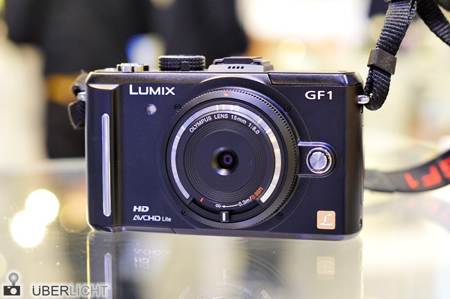 Olympus Body Cap Lens 15 mm 1:8 an einer Panasonic Lumix GF1