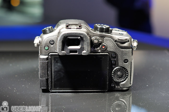 Rueckansicht der Panasonic Lumix GH3 auf der Photokina