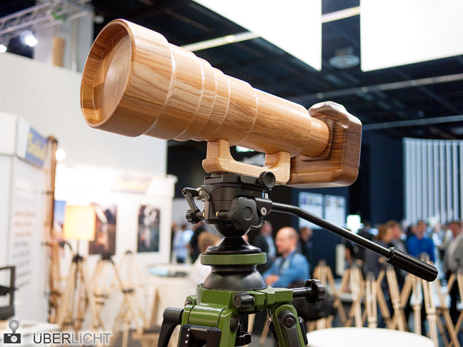 Photokina 2012 in K&ouml:ln Kurioses Holz-Kamera auf Berlebach-Stativ