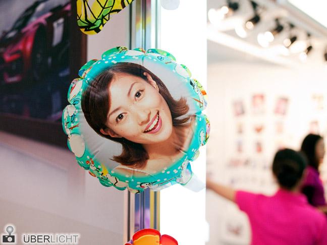 Kurioses auf der Photokina: Luftballon bedruckt mit Gesicht