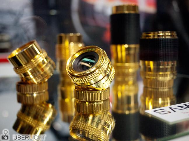 Photokina-Kuriositäten 2012: Samyang History Objektive in Gold