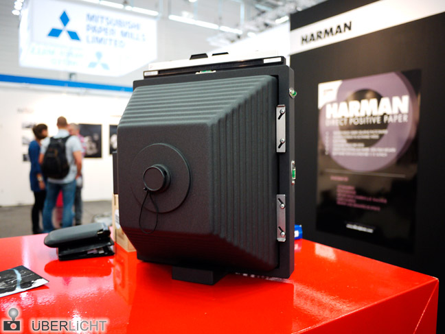 Prototyp der Harman Titan 8x10 auf der Photokina 2012
