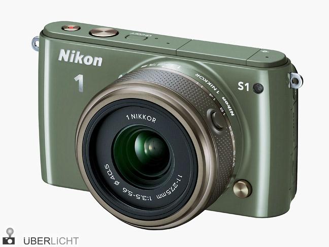 Nikon 1 S1 in Khaki mit 1 NIKKOR 11-27,5