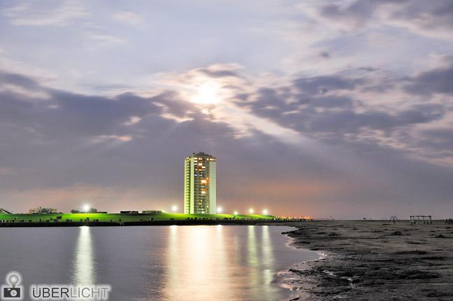 Nikon 24-70 mm Nikkor 2,8G AF-S Büsum Nordsee Hochhaus Nacht Mondschein
