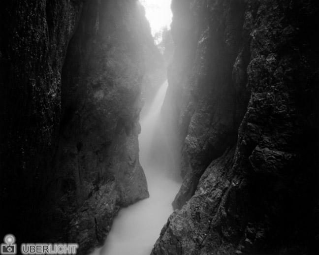 Pinhole Day 2013, Tag der Lochkamerafotografie, Klamm in den Alpen aufgenommen mit Harman Titan 4x5