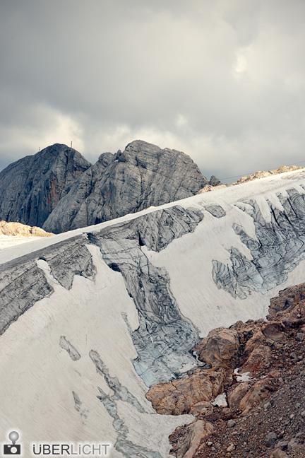 Dachsteingletscher in den Alpen, Eis und Schnee im Sommer