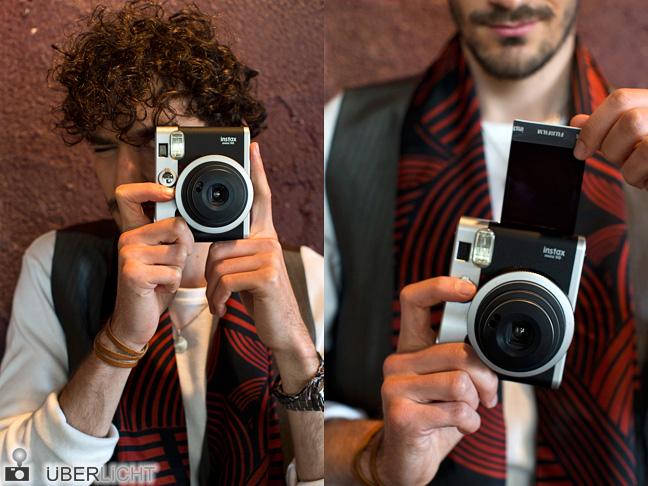 Fuji instax Mini 90 Neo Classic Sofortbildkamera im Einsatz