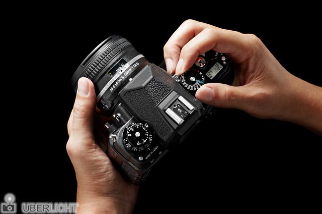 Nikon Df in Händen