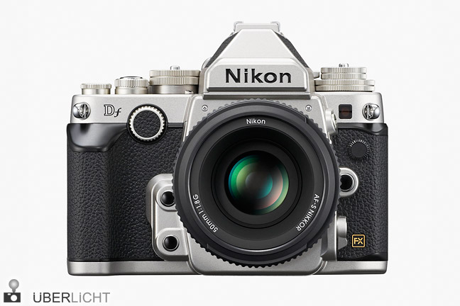 Nikon Df in Silber mit 50 mm 1.8 Kit-Objektiv