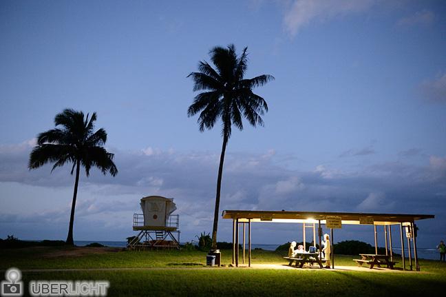 Picknick unter Palmen am Tunnels Beach Nacht