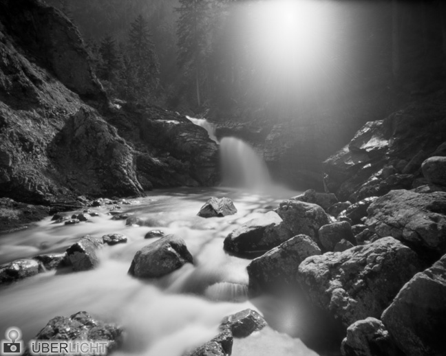 Lochkamera-Fotografie mit Harman Titan 4x5 Lochkamera, monochrom, analog