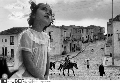 Retrospektive Ausstellung im Kunstfoyer, Main street of Corleone, Sicily, Sergio Larrain